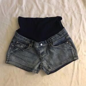 Maternity Denim Shorts // comfy and soft // M